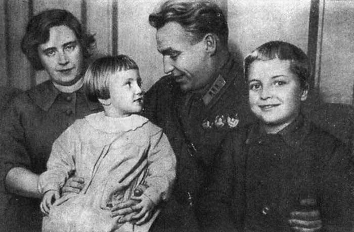 Chkalov-zhena-deti
